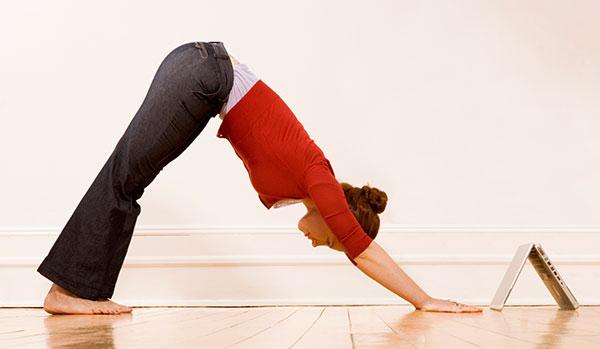 postura-del-perro-boca-abajo-yoga