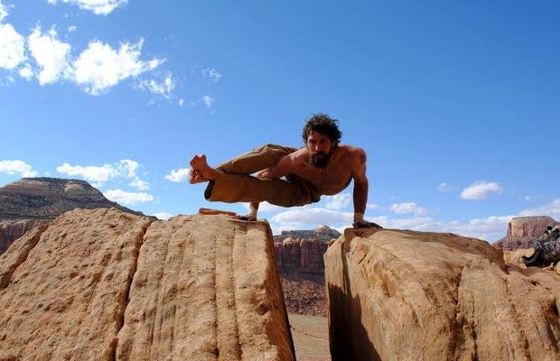 postura-yoga-hombre