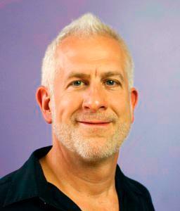 John friend fue el creador del estilo de Yoga Anusara