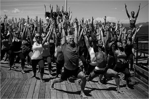 El éxito del Anusara Yoga y los seguidores de John Friend